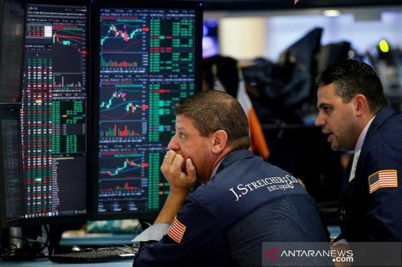 Wall Street di tengah ketakutan virus corona dan data ekonomi