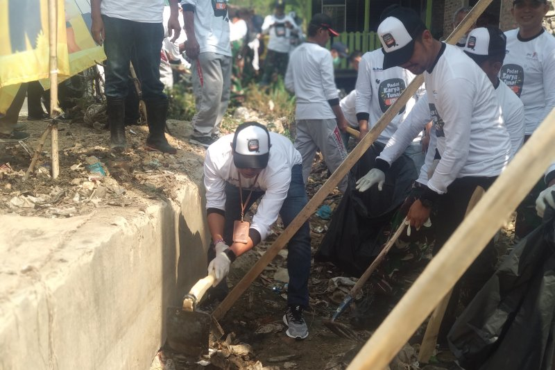 Antisipasi banjir, Pelindo II Lampung bersihkan drainase