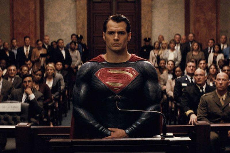 Enggan pensiun, Henry Cavill masih ingin perankan Superman
