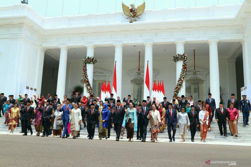 Survei Prabowo berkinerja baik, PDIP: Jokowi berhasil tempatkan orang