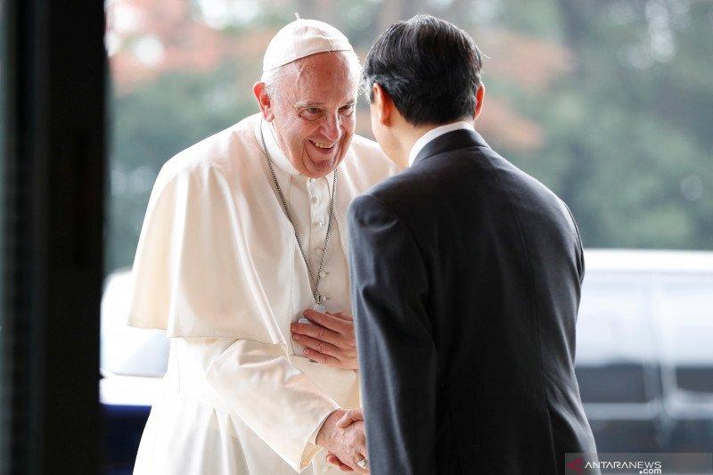 Paus minta umat berhenti mencerca di media sosial