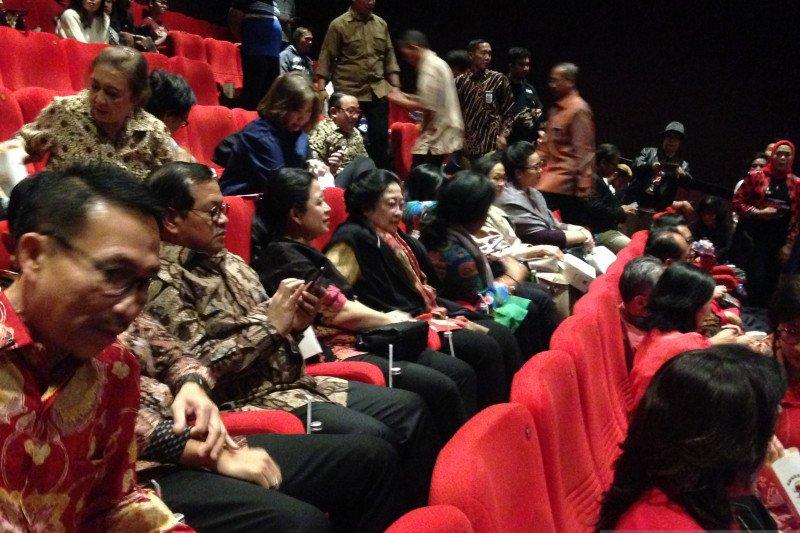 Megawati hadiri nonton bareng film Nagabonar Reborn