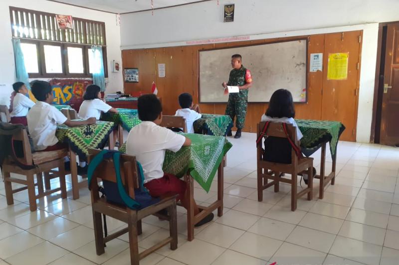 TNI di perbatasan beri materi wawasan kebangsaan kepada anak SD