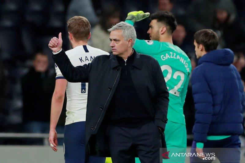 Masa bulan madu Mourinho berlanjut ketika Tottenham bekap Bournemouth 3-2