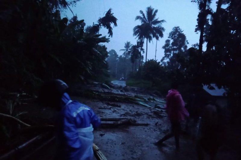 Dua jorong di Agam dilanda banjir-longsor, akses jalan terganggu