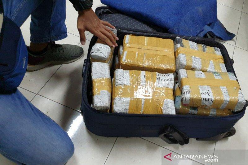 Sebanyak 15 kilogram ganja dari Jakarta diamankan aparat gabungan NTB