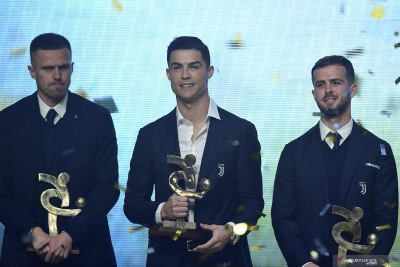 Cristiano Ronaldo pemain terbaik Liga Italia. Apa kabar Messi?