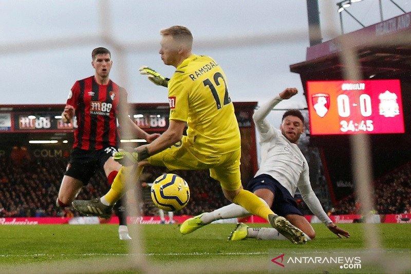 "Oxlade-Chamberlain mengaku sempat ""diceramahi"" Henderson sebelum cetak gol"