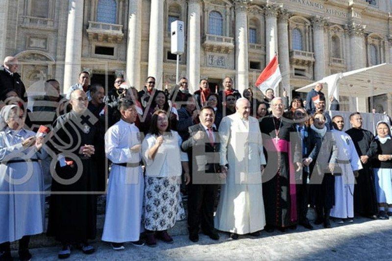 Paus Fransiskus tampil dipublik pertama pascakabar sakit