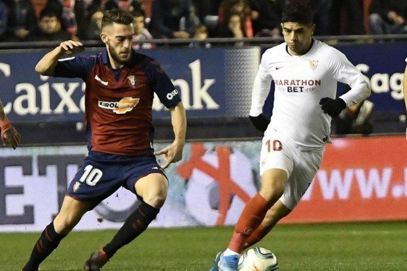 Sevilla kian tertinggal dari dua besar