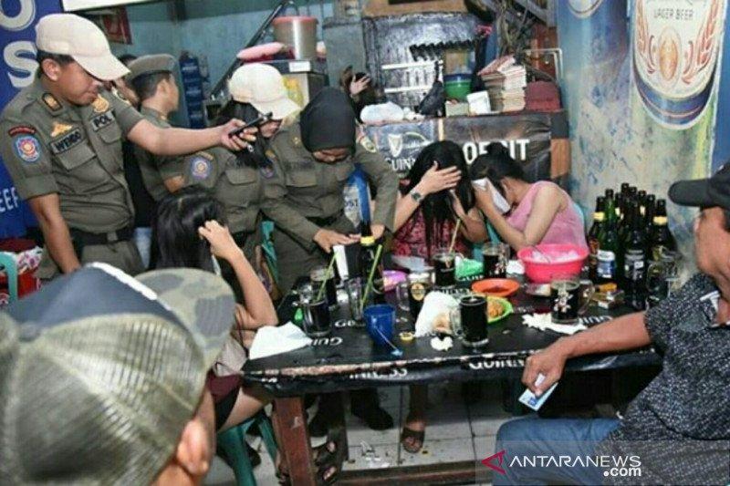 Satpol PP Pemprov Sumsel amankan lima WNA asal Thailand