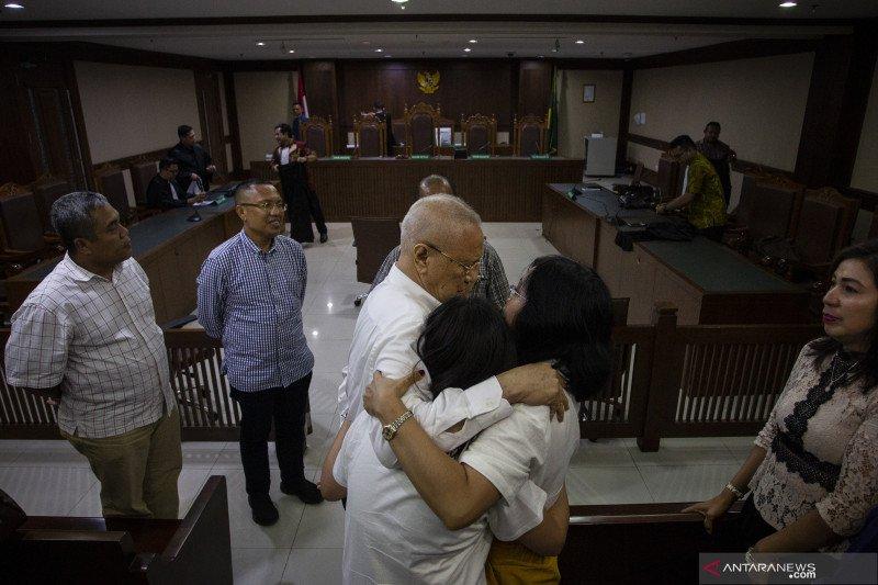 Terpidana kasus korupsi flu burung Freddy Lumban bebas