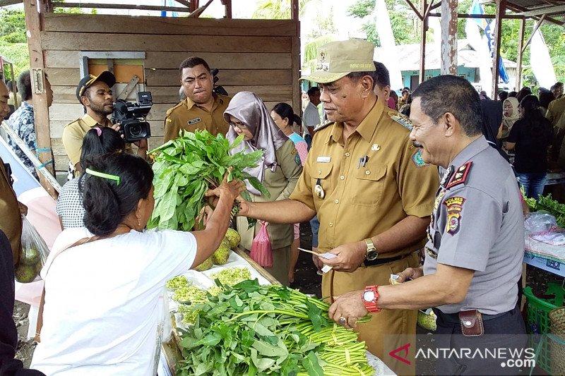Bupati Sangihe meresmikan pembukaan pasar tani dan nelayan