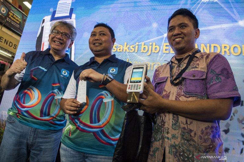 Bank BJB digitalkan pembayaran di Pasar Baru Bandung dengan