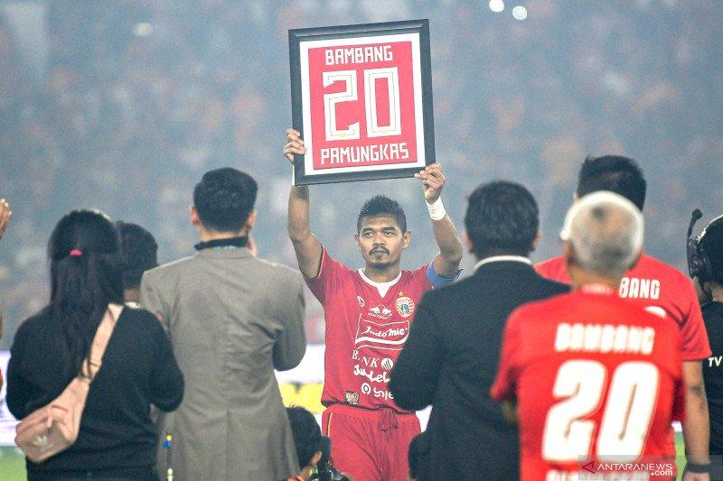 Legenda timnas Indonesia Bambang Pamungkas mengaku senang bisa latih talenta muda sepak bola Indonesia