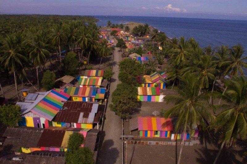 Ketika kampung terpencil memikat wisatawan dengan warna