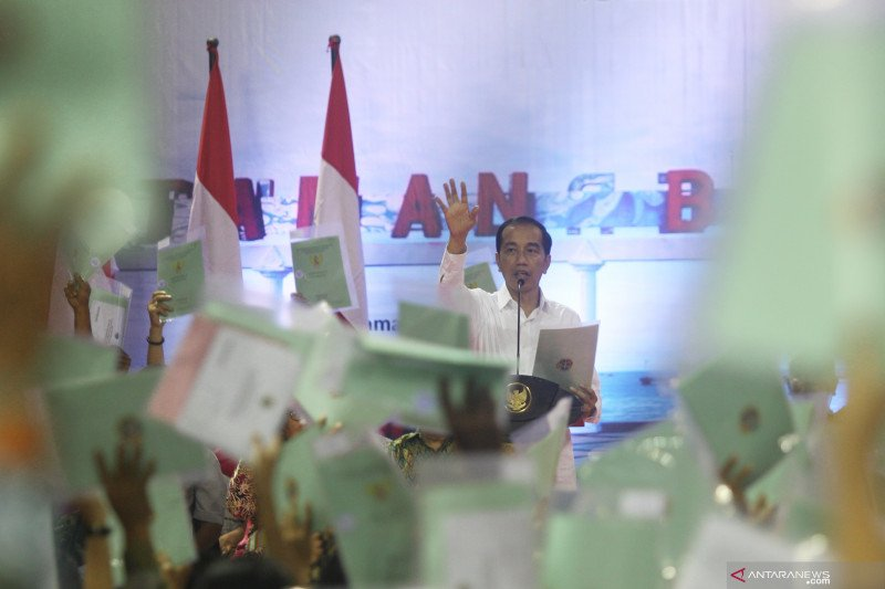 Presiden Jokowi ungkap alasan setiap ke daerah selalu bagi-bagi sertifikat