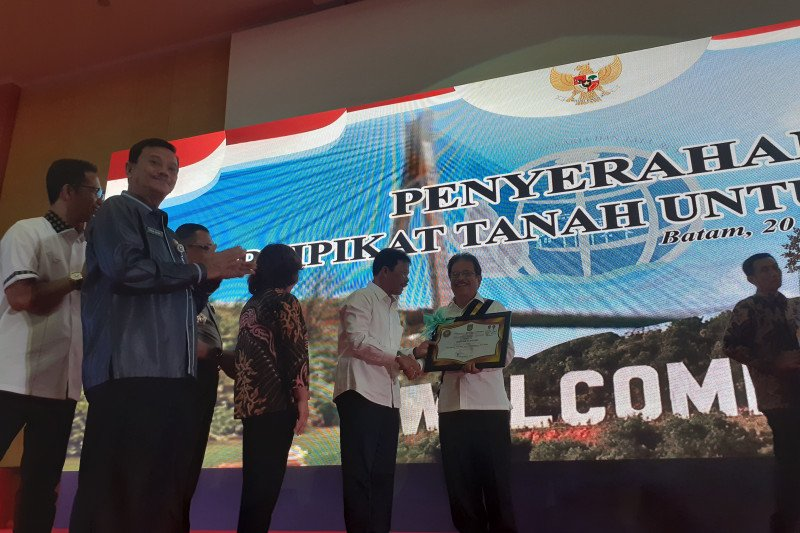 Menteri ATR Sofyan Djalil terima Anugerah Batam Madani 2019