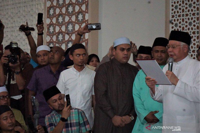 Najib Razak sumpah muhabalah di Masjid Kampung Baru