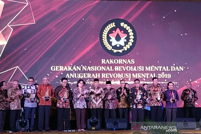 Mental Revolution Medals to several institutions and regional givernments