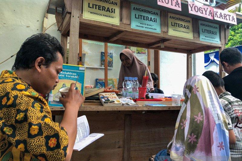 Taman Bacaan Masyarakat di Yogyakarta dilengkapi Angkringan Literasi
