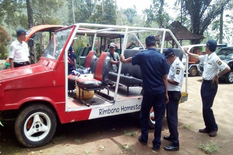 Jamin keselamatan wisatawan, Dishub Kulon Progo cek kendaraan wisata Kebun Teh Nglinggo