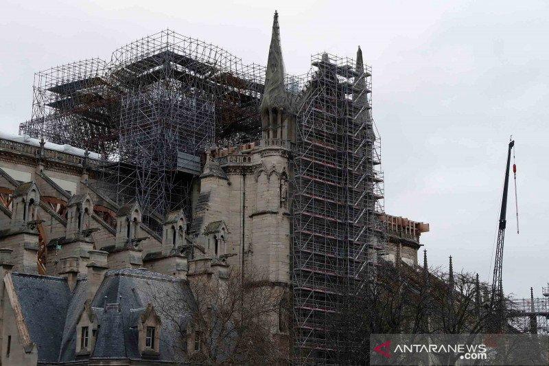 Katedral Notre-Dame selenggarakan misa Jumat Agung