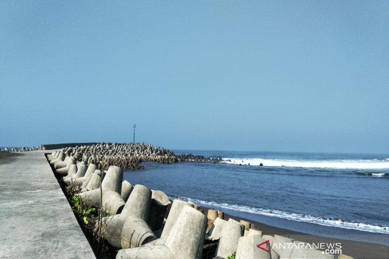 Libur Natal, ribuan wisatawan banjiri Pantai Glagah Kulon Progo