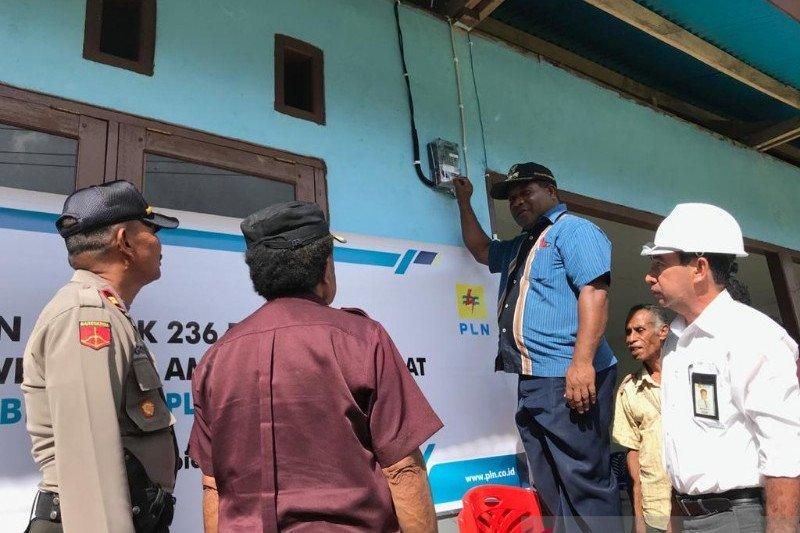 236 pelanggan baru di Supiori Barat menikmati listrik sebagai kado Natal