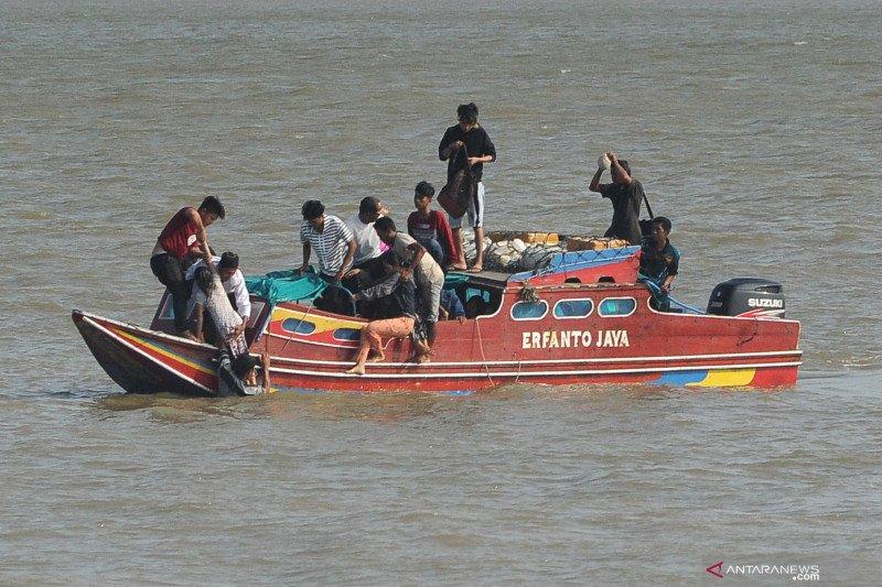 Perahu cepat Papua Star selamatkan 32 ABK KM Remo Wijaya Saksi