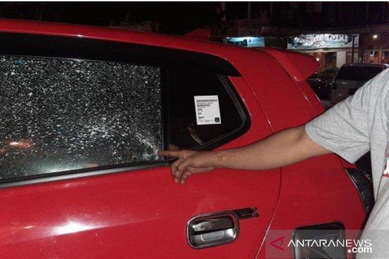 Kaca mobil wartawan ANTARA dilempari oleh orang tak dikenal