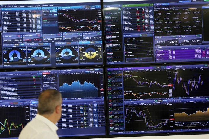 Saham Inggris terpuruk dengan indeks FTSE 100 jatuh 5,25 persen