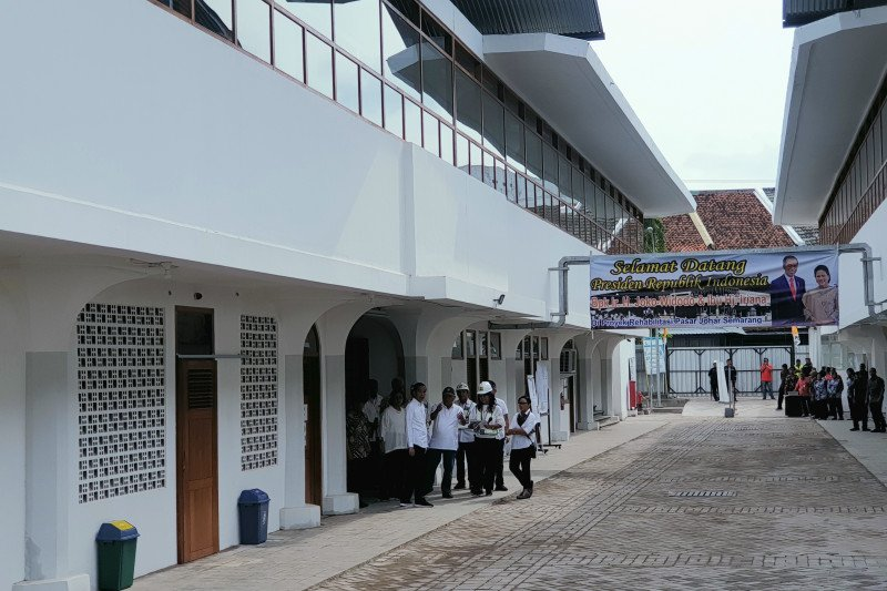 Presiden Jokowi tinjau Pasar Djohar dan Kota Lama