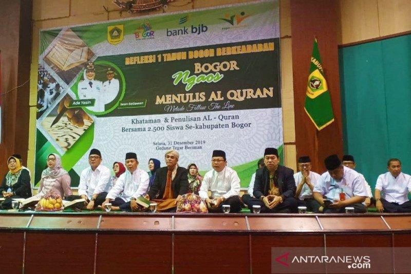 Bupati Bogor bersama 2.500 siswa khataman Al Quran sambut Tahun Baru