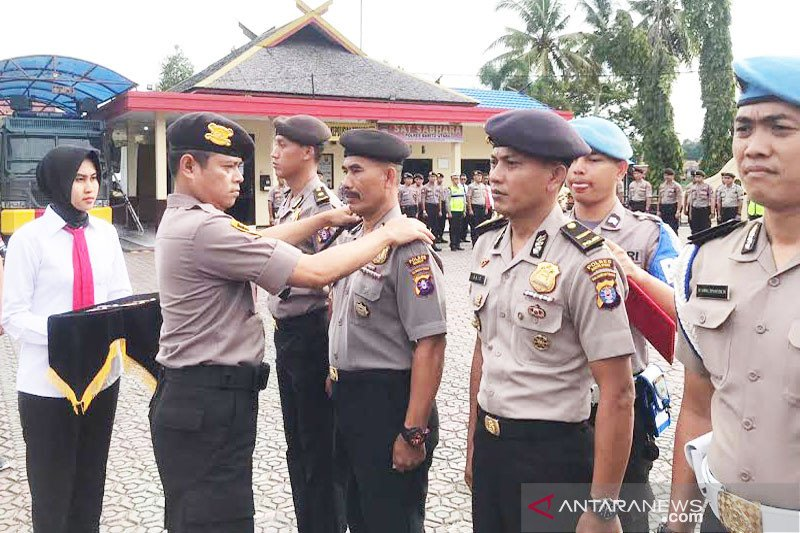 50 anggota Polres Barito Utara naik pangkat