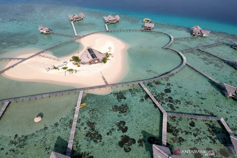 Peserta Jelajah Wisata Sulawesi kagumi Pulo Cinta Boalemo