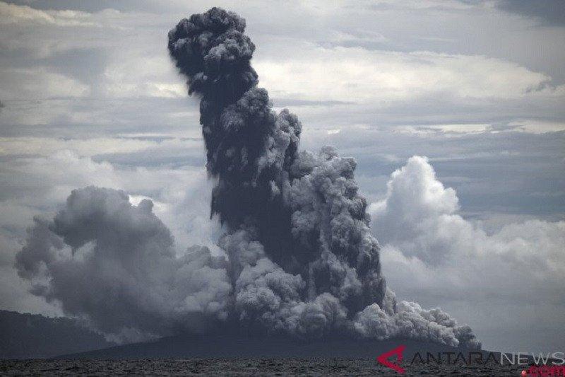 Gunung Anak Krakatau erupsi semburkan abu vulkanik