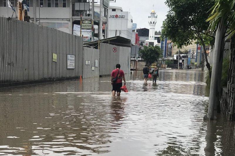 Ini perjuangan tukang ojek online antar makanan saat banjir Jakarta
