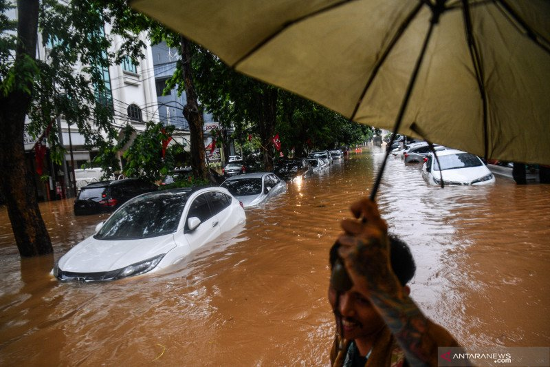 Tips atasi mobil matic yang terendam banjir