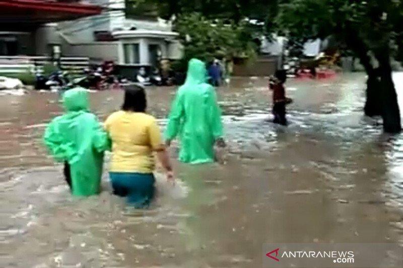Banjir landa Petamburan Jakarta