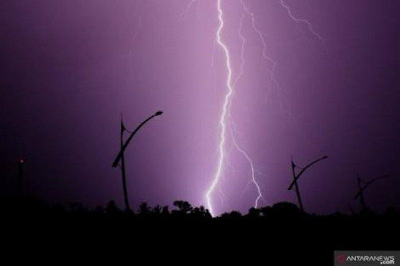 Hujan disertai kilat dan petir berpotensi terjadi di Sulawesi Tenggara