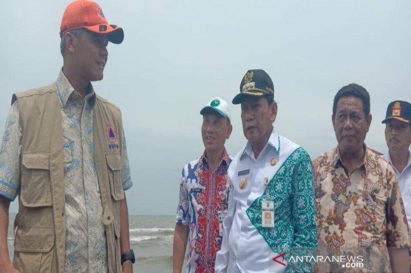 Ganjar: Perlu pembenahan dan penataan kondisi Pantai Pasir Kencana Pekalongan