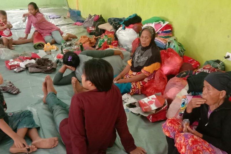 677 KK korban banjir di Lebak masih bertahan di pengungsian