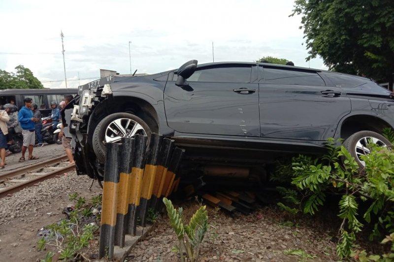 KA tabrak mobil di Sidoarjo, pengemudi tewas dan enam penumpang luka