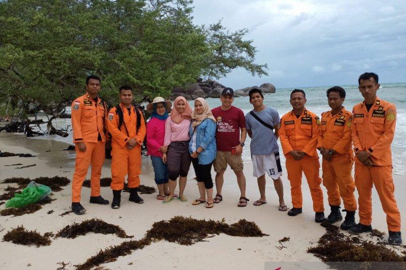 Antisipasi cuaca buruk, Basarnas Pos SAR Belitung pantau objek wisata pantai