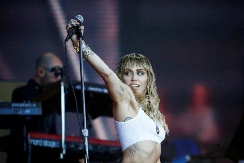 Miley Cyrus bayar mahal pelanggaran hak cipta