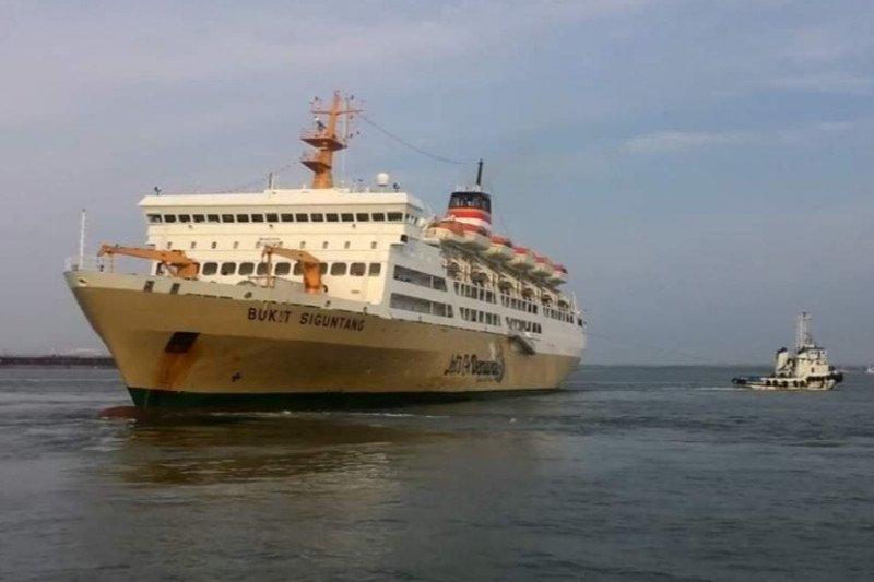 Penumpang kapal Pelni jatuh ke laut dalam pelayaran