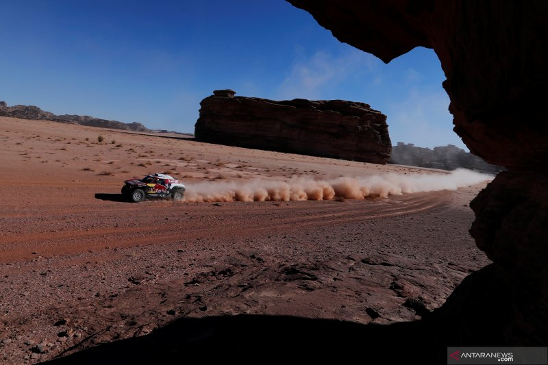 Carlos Sainz pimpin etape III Reli Dakar 2020 kategori mobil
