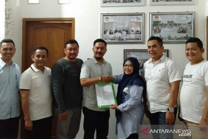 Tim pasangan perseorangan Pilkada 2020 datangi KPU Cianjur