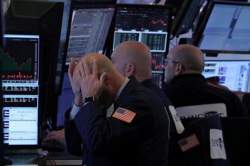 Wall Street jatuh, terseret ketakutan virus corona